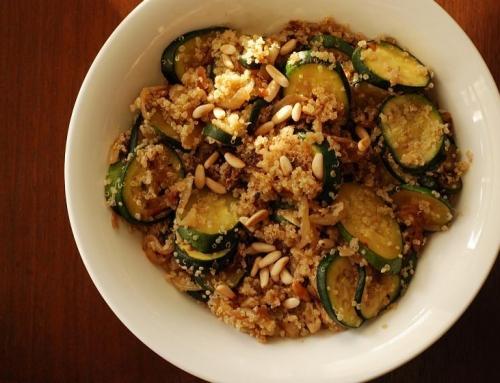 אוכל טבעוני – קינואה עם זוקיני ובצל